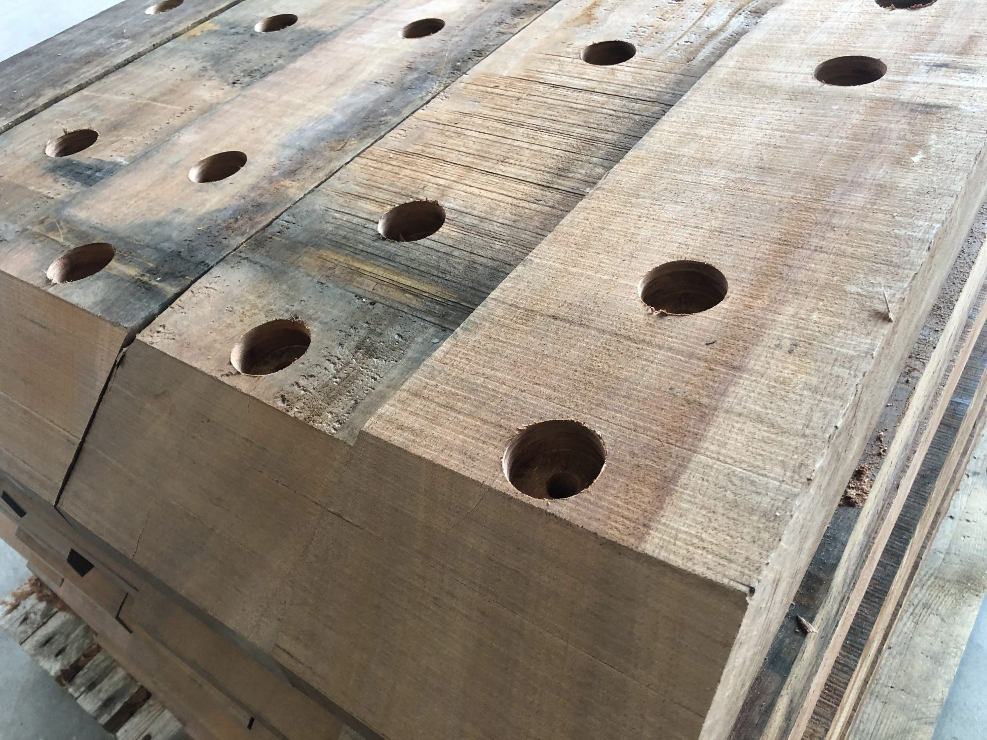 Hardhouten hijsbescherming Elia Osy Platform